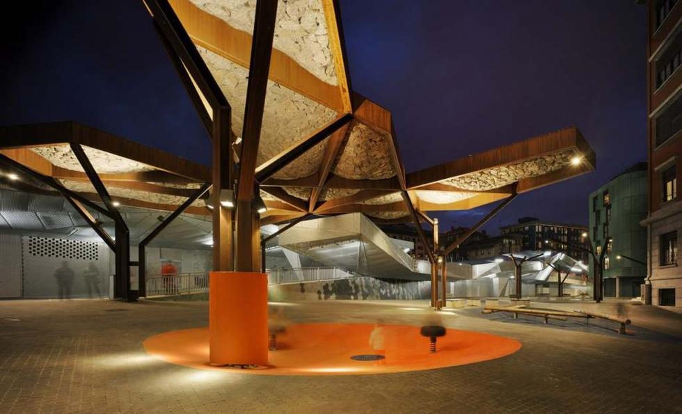 Plac Pormetxeta, Barakaldo, Hiszpania. Autorzy: Xpiral, MTM Arquitectos. Fot. ©David Frutos, materiały prasowe Mies van der Rohe Awards